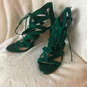 Banana Republic Emerald Suede Lace Up Pumps
